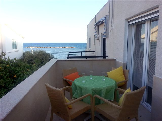 Апартаменты Фанос-1 спальня (боковой вид на море )