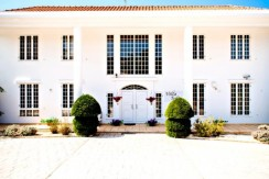 luxury-5-bedroom-villa-with-a-pool_full