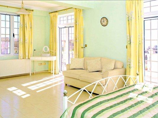 luxury-5-bedroom-villa-with-a-pool_full_19