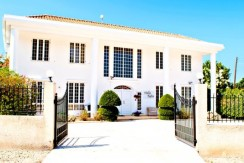 luxury-5-bedroom-villa-with-a-pool_full_3